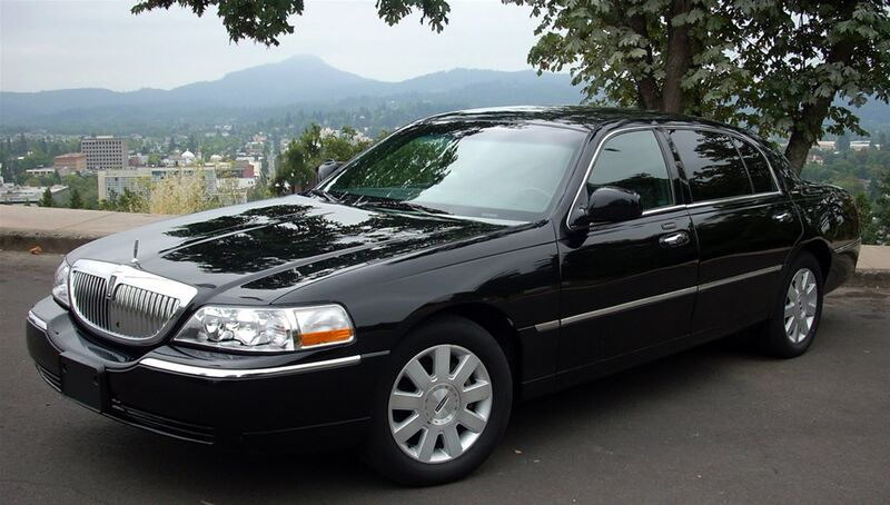 Lincoln-Towncar-Limousine-Service-Orange-County-NY